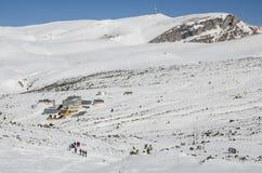 Eine Wanderung im Winter, in Richtung zum Chalet stockbilder