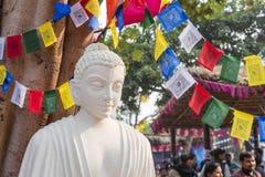 Eine weiße Farbmarmorstatue von Lord Buddha, Gründer von Buddhishm an Surajkund-Festival in Faridabad, Indien Lizenzfreie Stockfotos