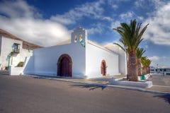 Eine weiße Kirche Lizenzfreies Stockfoto