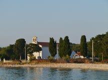 Eine weiße Kirche auf der kroatischen Insel Olib Stockfoto