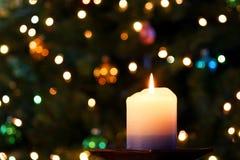Eine Weihnachtskerze Stockbilder
