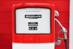 Eine Weinleseantike Benzin-Kraftstoffpumpe Stockbild