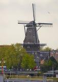 Eine Windmühle in Amsterdam, die Niederlande Lizenzfreies Stockbild