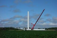 Eine Windmühle, die in Ontario zusammengebaut wird stockfoto