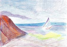 Eine Yacht im Meer zeichnen, eine Insel und Wolken lizenzfreie stockfotografie