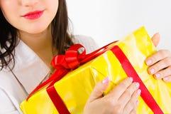 Einem Geschenk dieses Weihnachten geben lizenzfreies stockbild
