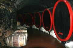 In einem Weinkeller. Lizenzfreie Stockfotografie
