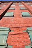 Einen alten Backsteinbau oben schauen Stockbild