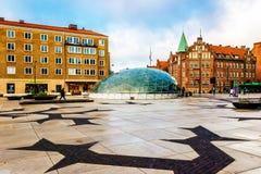 Einer der Marktplätze mit Glaseingang zur Metrostation in Malmö, Schweden Lizenzfreies Stockfoto