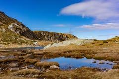 Einer der sieben Seen in den Rila-Bergen Lizenzfreies Stockbild