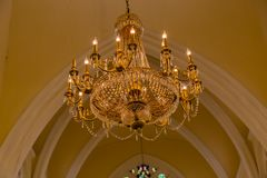 Einer der vielen Leuchter der Kathedralen-Kirche von Christus Lagos Nigeria lizenzfreies stockfoto