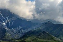 Einer der Vulkane von Kamchatka Vulkane von Kamchatka faszinieren stockbilder