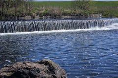 Einer der wenigen belarussischen Wasserfälle Lizenzfreies Stockbild
