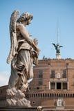 Einer von Bernini `s Engeln auf Ponte Sant `Angelo Stockbild