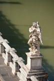 Einer von Bernini `s Engeln auf Ponte Sant `Angelo Lizenzfreie Stockfotos