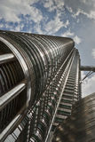 Einer von Petronas-Kontrolltürmen Lizenzfreie Stockfotografie