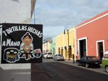 Eines ValladolidÂs bunte Straße stockfotografie