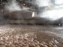 Einfärben der Becken in der Fabrik lizenzfreie stockfotos