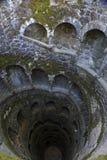 Einführung gut in Quinta da Regaleira, Sintra Lizenzfreie Stockbilder