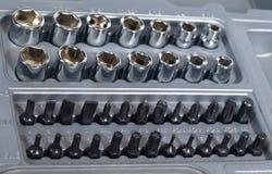 Einfaßungsschlüssel- und -schraubendreherbitset Stockbilder