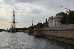 Einfach die Ansicht vom Neva Lizenzfreies Stockbild