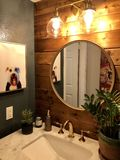 Einfache Badezimmer-Umarbeitung lizenzfreie stockbilder