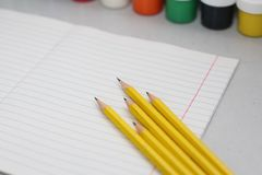 Einfache Bleistifte für Büroangestellte stockfoto