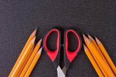 Einfache Bleistifte und Scheren Lizenzfreies Stockbild