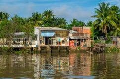 Einfache Häuser im der Mekong-Delta, Vietnam Lizenzfreie Stockfotografie
