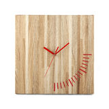Einfache hölzerne Wanduhr - quadratische Uhr lokalisiert Lizenzfreies Stockbild