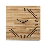 Einfache hölzerne Wanduhr - quadratische Uhr lokalisiert auf Weiß Lizenzfreie Stockbilder