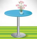 Einfache runde Tabelle mit Blume Stockfotografie