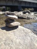 Einfache Steinbalance Stockfotos