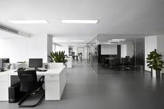 Einfache und stilvolle Büroumwelt Stockfoto