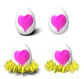 Einfache weiße Eier mit handgemalten rosa Herzen und Gelb kräuselten Papiernest lizenzfreie stockfotografie