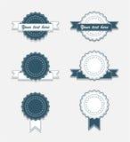 Einfache Weinlese-Abzeichen mit Farbband Stockfotografie
