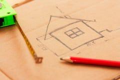 Einfache Zeichnung eines Gebäudeplanes mit ruller Lizenzfreies Stockfoto
