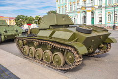 Einfacher Behälter des Sowjets T-70 von Zeiten des Zweiten Weltkrieges auf der Militär-patriotischen Aktion auf Palast-Quadrat, S lizenzfreie stockfotografie
