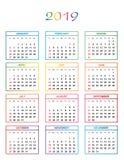 Einfacher Farbkalender für das Jahr 2019 mit Namen des Tages, Monate nummerierte in Folge Tage in den farbigen Quadraten stock abbildung