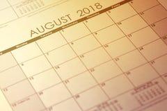 Einfacher Kalender im August 2018 Woche fährt von Sonntag ab Getontes Bild stockbild