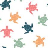 Einfacher nahtloser Hintergrund mit einem Schattenbild einer Schildkröte auf einem weißen Hintergrund Auch im corel abgehobenen B Stockfotos