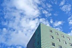 Einfacher städtischer Hintergrund Ecke des Gebäudes stockbilder