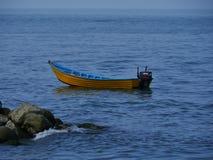 Einfaches Boot im Kaspischen Meer Stockbild
