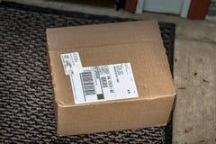 Einfaches Brown-Paket-Wohnlieferung Stockbilder