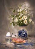 Einfaches Frühstück (3) mit Gänseblümchen Lizenzfreies Stockbild