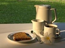 Einfaches Frühstück des Toasts u. des Kaffees Stockbilder