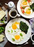 Einfaches Hauptfrühstück mit Eiern und Kaffee Stockfotografie