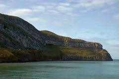 Einfaches Meer und Berg lizenzfreies stockfoto