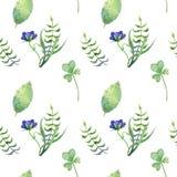 Einfaches nahtloses Muster mit differents Blättern und blauen Blumen stockbild