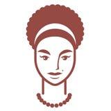 Einfaches Porträt eines molligen Mädchens mit dem gelockten Haar und kahl werdend Stockfotos